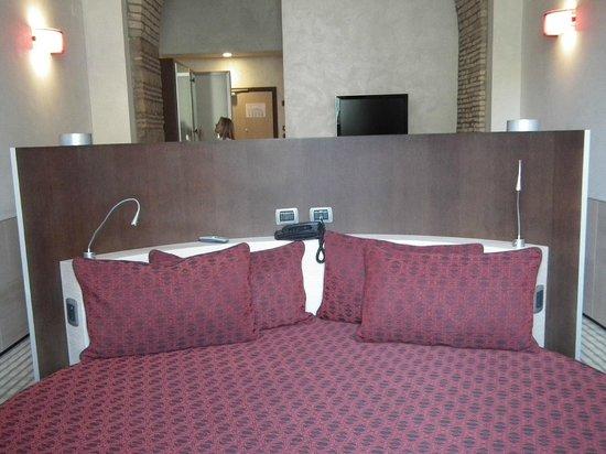 Kolbe Hotel Rome : Rundes Bett mit Ausblick