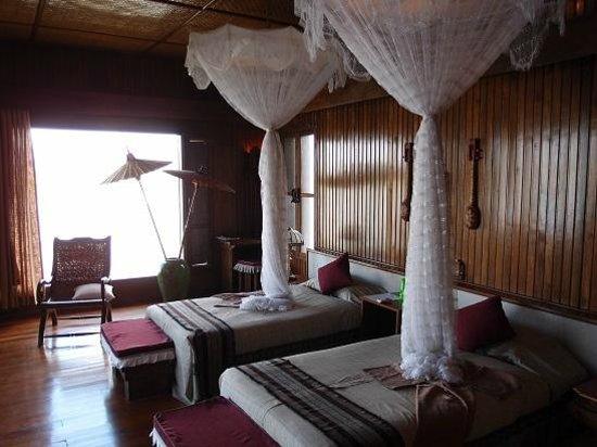 Inle Resort & Spa: Royal Villa room