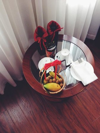 Hanoi E Central Hotel: welcome fruit basket, beverages