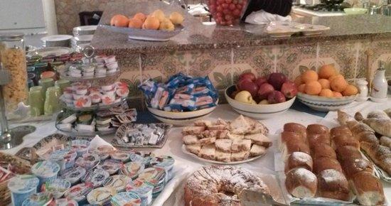Villa Giovanna: Excellent breakfast buffet at this hotel