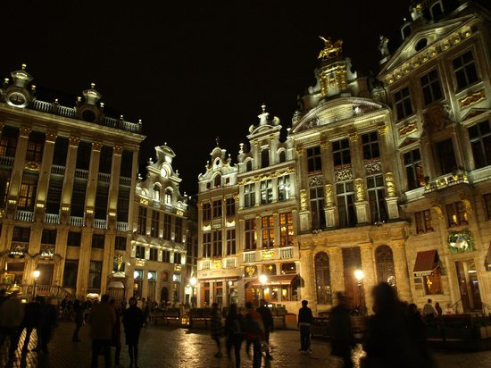 Guildhouses: Guild houses at night