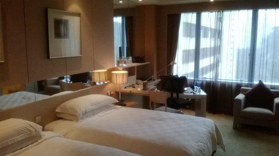 Pan Pacific Xiamen: Room from the door side