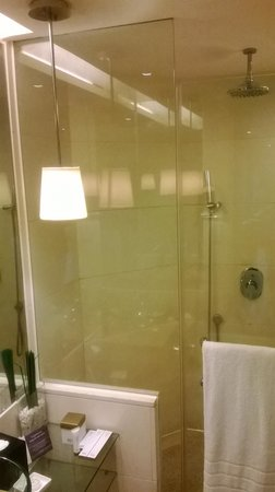 Pan Pacific Xiamen : shower cubicle view