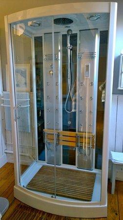 Chambres d'Hotes du Parc: Spectacular Shower