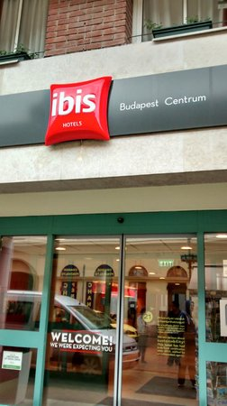 Ibis Budapest Centrum : Entrance to the hotel
