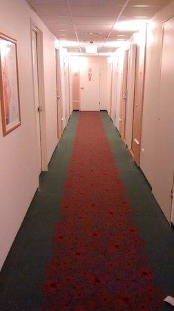 Ibis Budapest Centrum: Hallway in the hotel