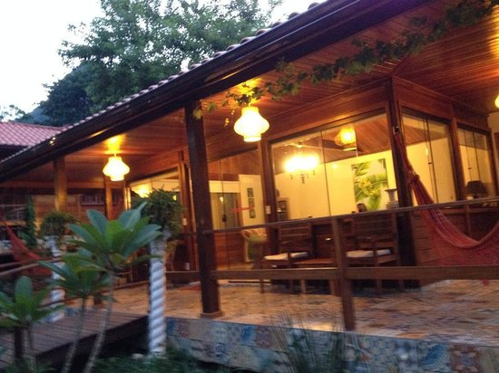 Aratinga Inn : Sala de Estar com musica, livros , rede etc