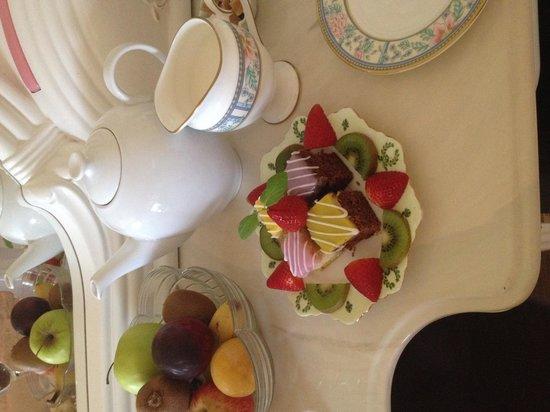 Woodside B&B: Tea & cake on arrival.
