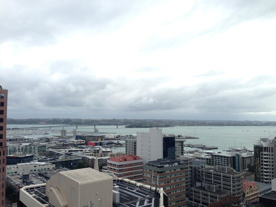 Barclay Suites Auckland: View over to Harbour from 22nd floor