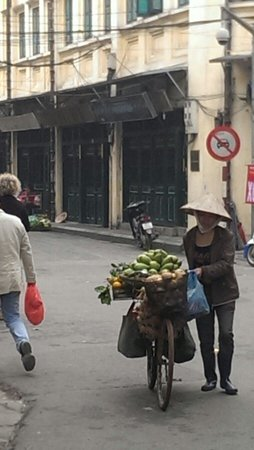Essence Hanoi Hotel & Spa : Street life.....