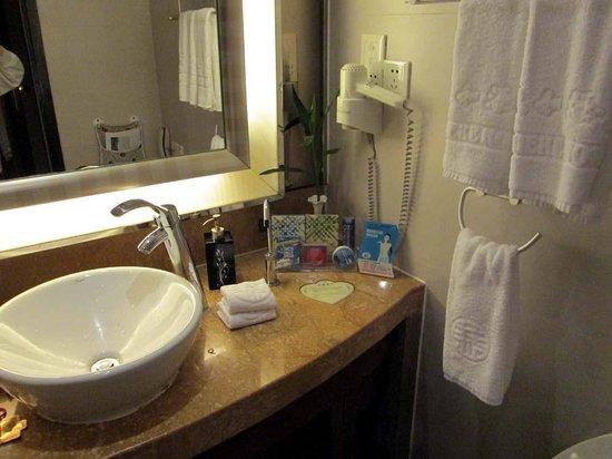 Cohere Hotel Changde : bathroom vanity