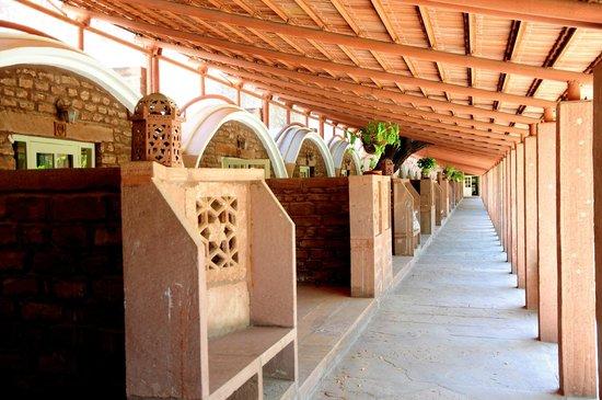 WelcomHeritage Bal Samand Lake Palace : Outside rooms corridor