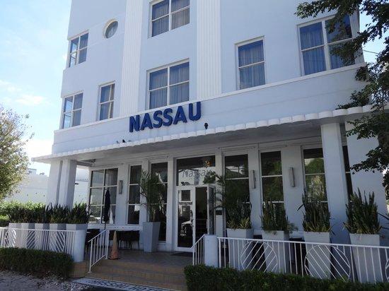 Nassau Suite Hotel: Fachada