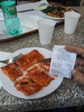 Pizzeria Sosta: Lasagna da discount. E porzione ridicola.
