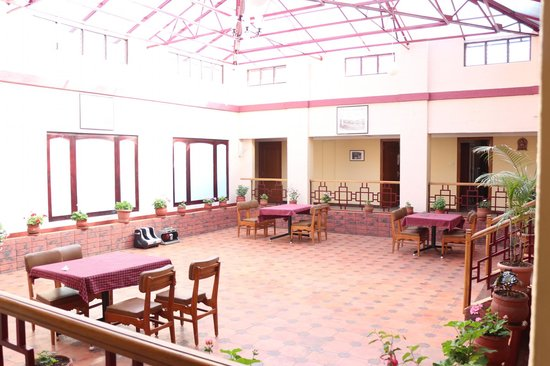 Hotel Preethi Classic Towers: Patio