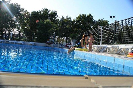 Piscina foto di park hotel castrocaro terme e terra del - Terme di castrocaro prezzi piscina ...