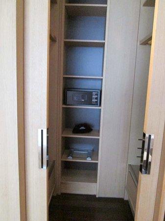 Hotel Kapok Shenzhen Bay : closet