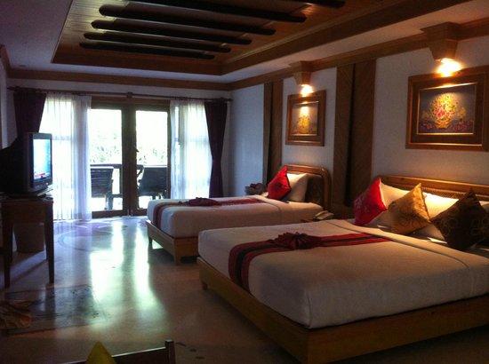Somkiet Buri Resort: Deluxe Triple Room