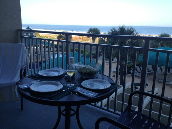 Marriott's Barony Beach Club: Having dinner out on the balcony