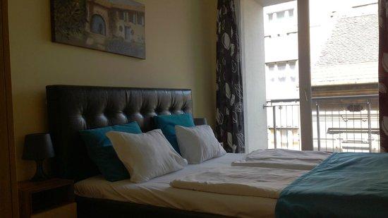 Locust Tree Apartments: спальня