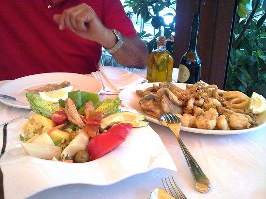 Cunini: Antipasto di seppia e tono con avocado; Frittura mista