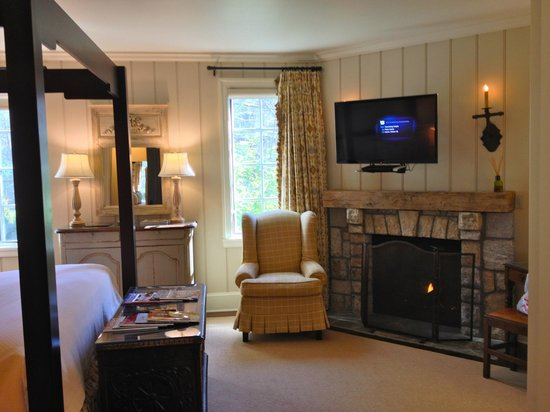 Old Edwards Inn and Spa: Room #5516 ... the perfect retreat tucked away in a corner unit