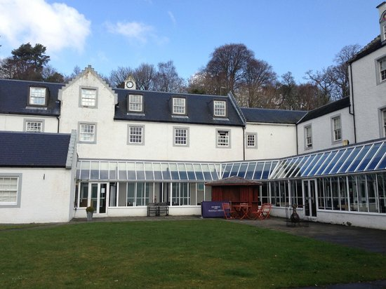 Mercure Peebles Barony Castle Hotel: Courtyard at back