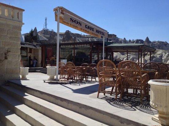 SOS Cave Hotel : courtyard/balcony