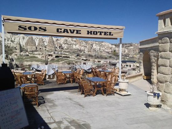 SOS Cave Hotel : outside seating