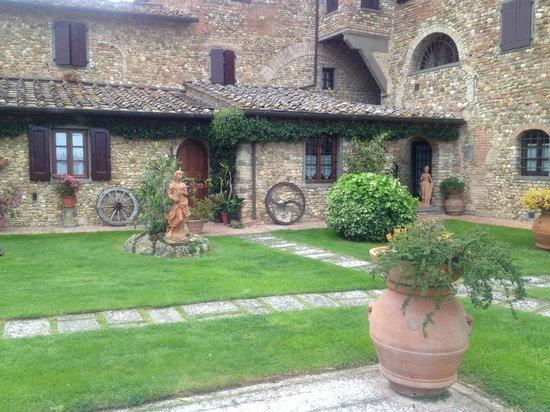 Villa Le Torri: Back garden area