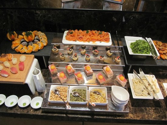 InterContinental Shanghai Pudong: Club lounge happy hour