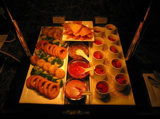 InterContinental Shanghai Pudong: Club hour happy hour