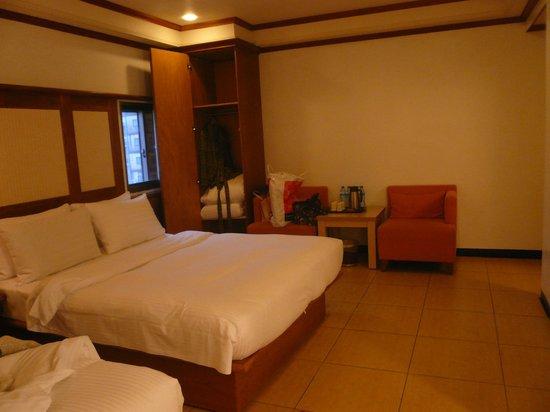 Kilin Prince Hotel : ベッドはキングサイズ