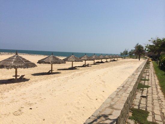 White Sands Resort: Private beach area