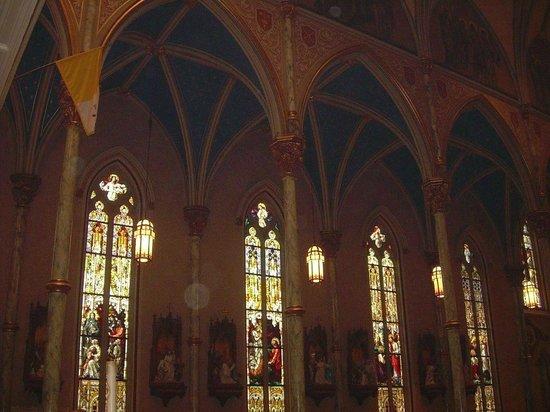 Cathédrale Saint-Jean-Baptiste : Stain Glass