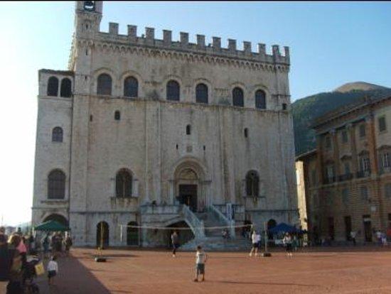 Palazzo dei Consoli Museo Civico: Palazzo dei Consoli - facciata esterna