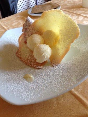 Villa Aurora: Cialda e gelato alla vaniglia!!! ��