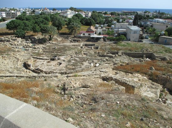 Kato Paphos Archaeological Park: Looking down into the theatre from the viewpoint on top of Fabrica Hill.