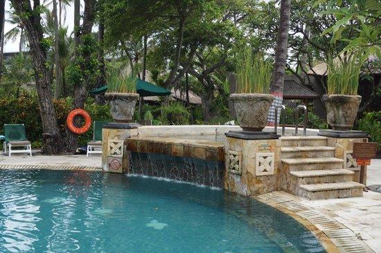Legian Beach Hotel: Отличный бассейн