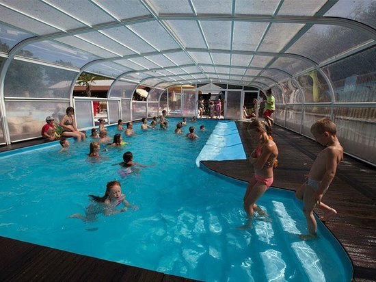 Le Chene Gris: Covered heated pool