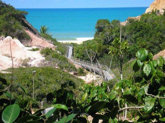 Club Med Trancoso : camino que conduce a la playa desde el village