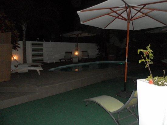 Esprit-Libre Restaurant & Guest-House : terrasse de nuit