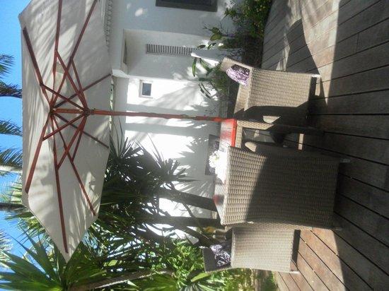 Esprit-Libre Restaurant & Guest-House: terrasse de jour