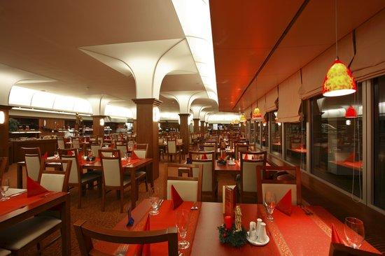 Harmony Club Hotel: Buffet restaurant