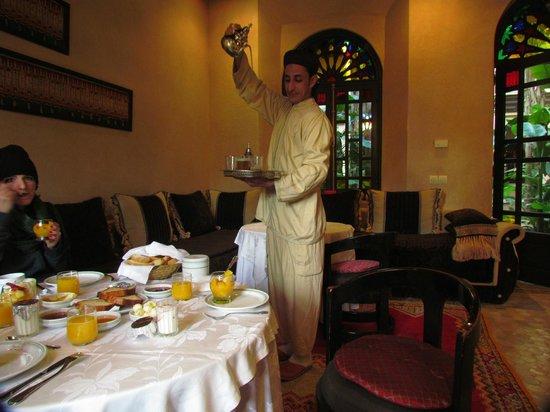 Al Fassia Aguedal: Thé alla menta a colazione!