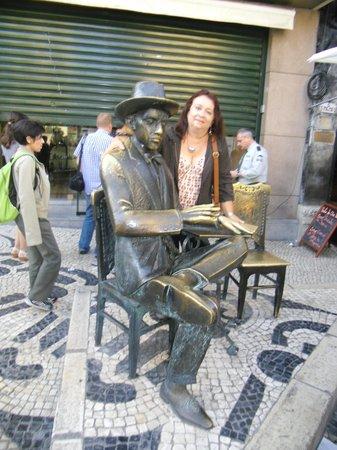 Escultura de Fernando Pessoa: Estátua de Fernando Pessoa