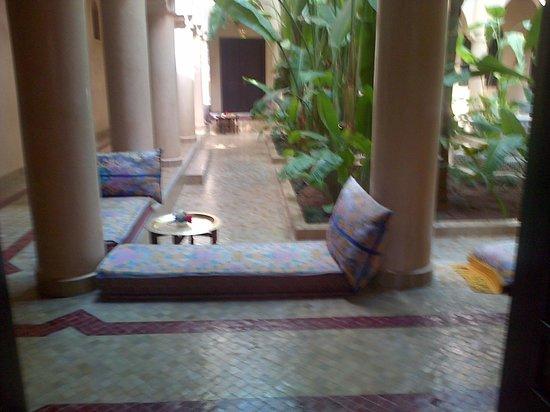 Al Fassia Aguedal : Particolare del cortile interno dell'hotel