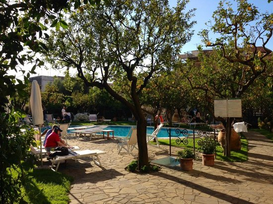 Antiche Mura Hotel: Beautiful garden pool