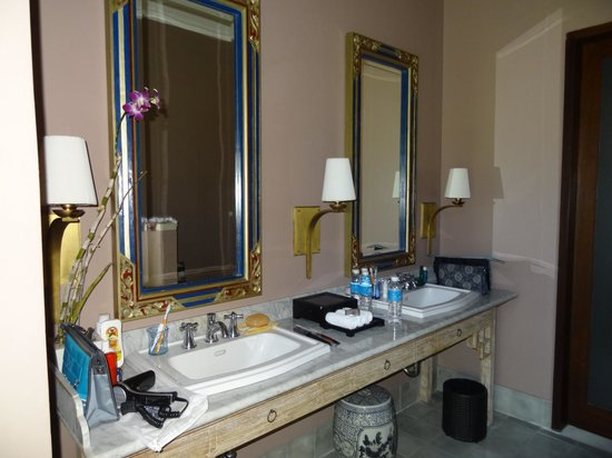 Sudamala Suites & Villas: badkamer
