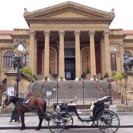 Teatro Massimo: Your carriage awaits!
